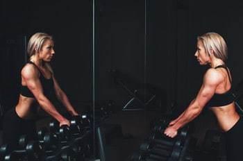 Lady lifting weights at gym
